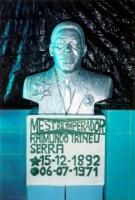 Bust of M. Irineu at night